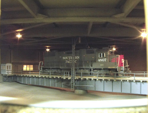 Inside the Southern Pacific Railroad Norden covered turntable building, and Walthers 130 foot turntable in HO scale.