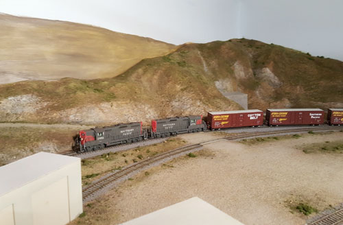 A Southern Pacific pair of GP-9's rolls through Norden.