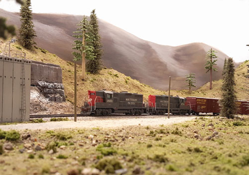 An east boud pair of Southern Pacific locomotives enters Shed 47 on their way to Reno.