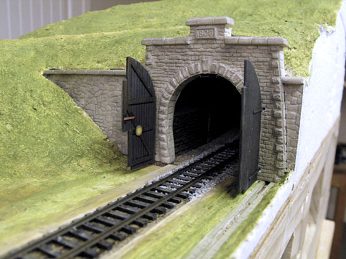 Finished and installed Modellbau Atelier HO model of the RhB Albula Tunnel south portal.